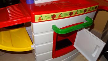 phone-in-toy-kitchen.fw